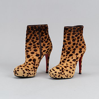 Christian Louboutin, pumps, size 38.