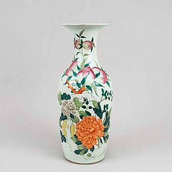 A large vase, China, 20th Century.