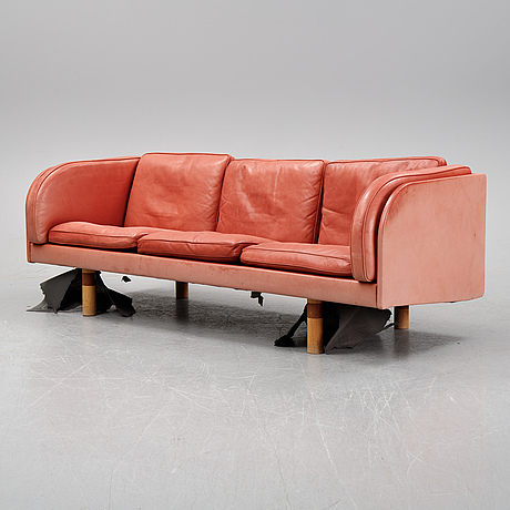 A dux sofa from the late 20th century.