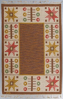 A carpet, flat weave, ca 249,5-251 x 164,5-166 cm, signed AS, Sweden around 1950.