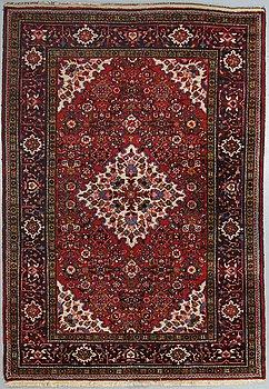 A rug, a semi-antique/old Western Persia, ca 222 x 151-152,5 cm.