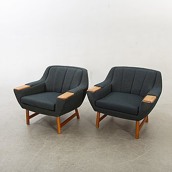 A pair of 1950/60s armchairs.