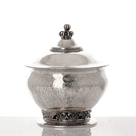 Georg jensen, an oval 830/1000 silver box, copenhagen 1920, design nr 317.