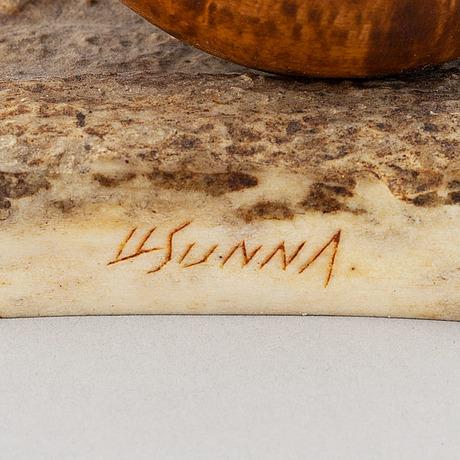 Lars levi sunna, figurin, renhorn och björk, signerad ll sunna.