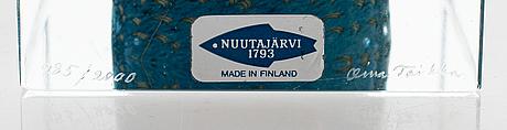 Oiva toikka, an annual cube signed oiva toikka, nuutajärvi 1988, numbered 985/2000.