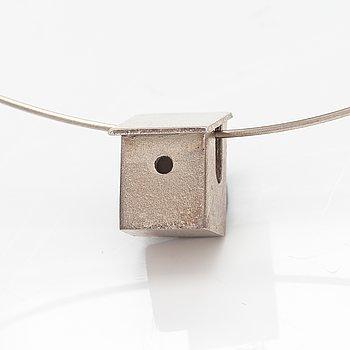 "Pekka Piekäinen, A sterling silver necklace ""Bird house"". Platinoro, Turku 1999."