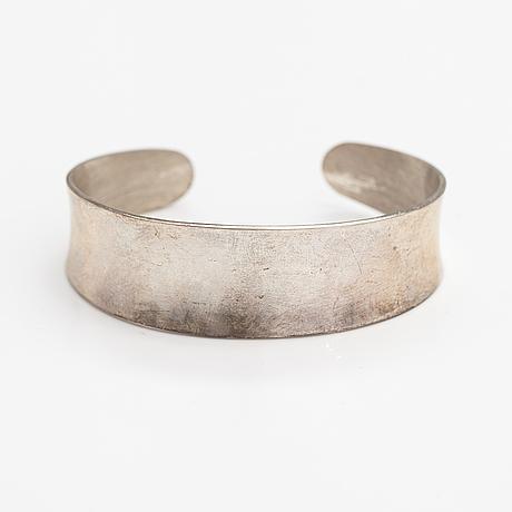Pekka piekäinen, a sterling silver bracelet. platinoro, turku 2009.