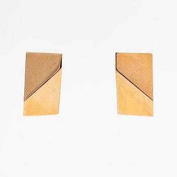 Pekka Piekäinen, A pair of 14K gold earrings. Platinoro, Turku.