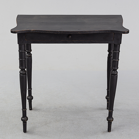 A painted pine table, second half of the 20th century.