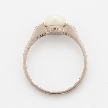 Bouton pearl and brilliant-cut diamond ring.