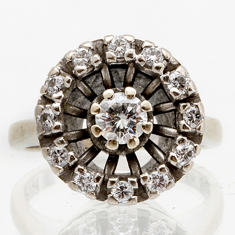 Ring 18k whitegold  brilliant-cut diamonds approx 0,35 ct in total, size approx 45.