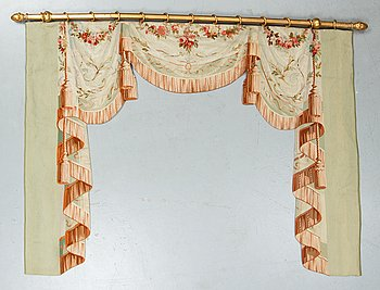 Curtains with pelmet in one, 4 pcs. as well as a small box, tapestry weave, Aubusson second half of the 19th century.