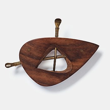 182. Vivianna Torun Bülow-Hübe, a wooden and brass brooch, executed in her own workshop, Stockholm ca 1948-52.