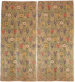 "208. Märta Måås-Fjetterström, drapes, 1 pair, ""Rågen"", flat weave, ca 272-274 x 121,5-125 and 274,5 x 123,5-126 cm, both signed AB MF."