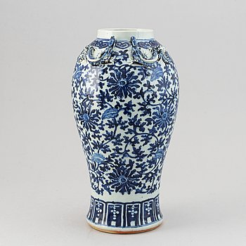 A blue and white baluster vase, Qing dynasty, 19th Century.