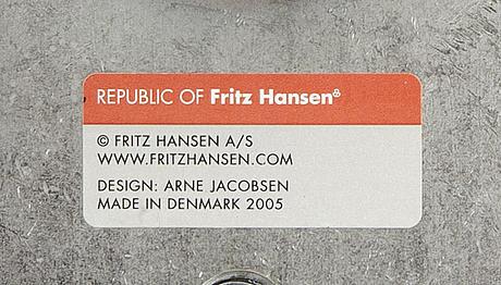 Arne jacobsen, a svanen leather armchair for fritz hansen 2005.