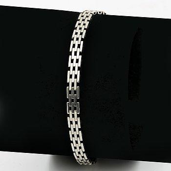 Bracelet 18k whitegold, 15,6 g, does not open, approx 20 x 0,5 cm.