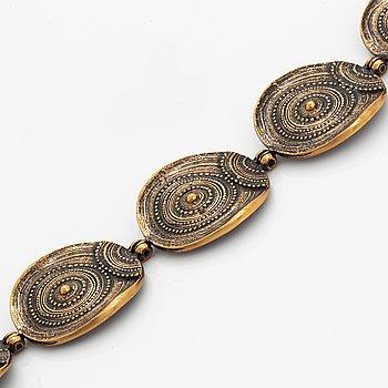 A Jorma Laine bracelet in bronze.