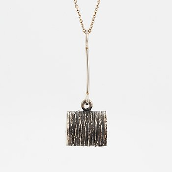 A Jorma Laine pendant with a chain in silver.