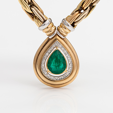 An 18k gold necklace with an emerald and brilliant-cut diamonds ca. 0.48 ct in total. erkki nupponen, helsinki 1995.