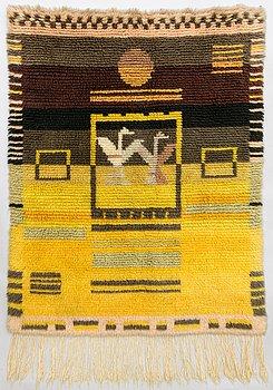 A 1930's Finnish long pile rug. Circa 137x106 cm.