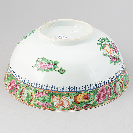 A canton famille rose bowl, late qing dynasty.