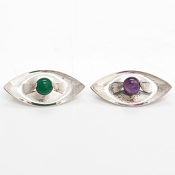 Elis Kauppi, Two silver broosches, one with an amethyst and one with an aventurine. Kupittaan Kulta, Turku 1961 and 1970.
