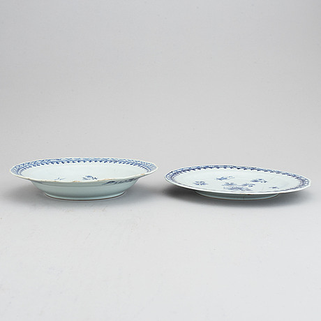 Two blue and white serving dishes, qing dynasty, qianlong (1736-95).