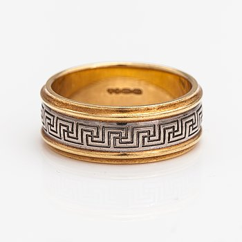 An 18K gold ring. Kalevala Koru, Helsinki 2005.