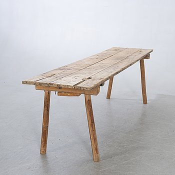 An early 1900s bench.