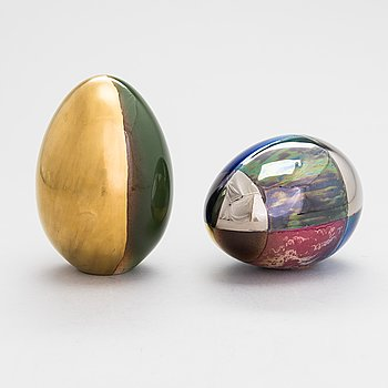 Gunvor Olin-Grönqvist, Two decorative ceramic eggs, signed GOG Arabia. 2 koristemunaa,
