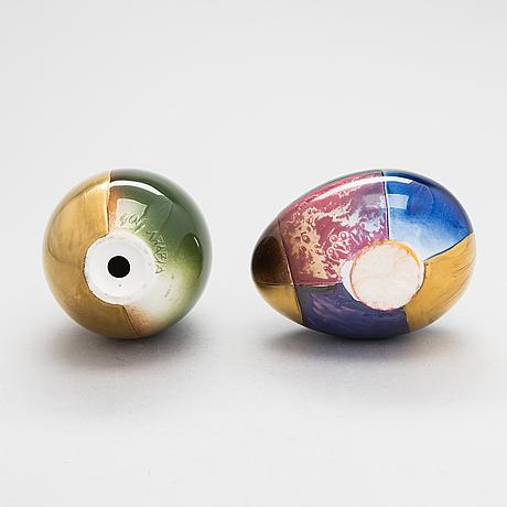 Gunvor olin-grönqvist, two decorative ceramic eggs, signed gog arabia. 2 koristemunaa,