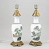 Bordslampor, ett par, porslin. kina, 1900-talets senare del.
