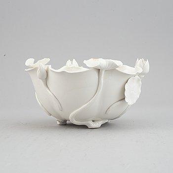 A blanc de chine bowl, China, 20th Century.