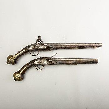 Flintlåspistoler två stycken, 1700-tal.
