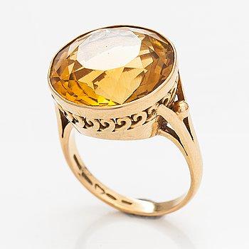An 18K gold ring with a citrine. E.P. Alholinna, Helsinki 1957.
