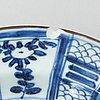 Tallrikar, 10 stycken samt lock, porslin. qing dynastin, 1700/1800-tal. fyra av faten flingods, 1800-tal.