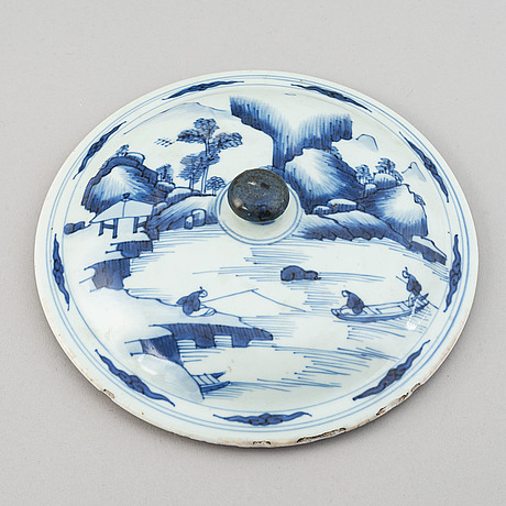 A group of 10 plates and a cover, qing dynasty, 18th/19th century. 4 of the plates cream ware, 19th century.