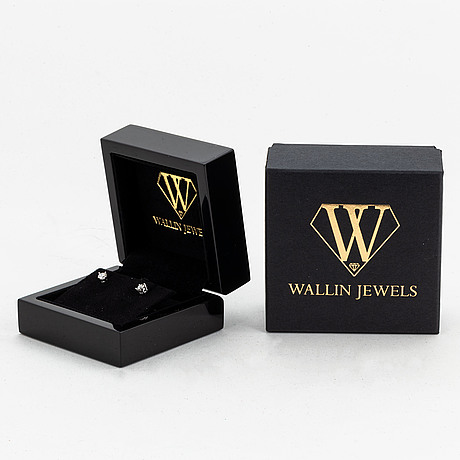 Brilliant-cut diamond stud earrings, total 0,60 ct, with gia dossier.