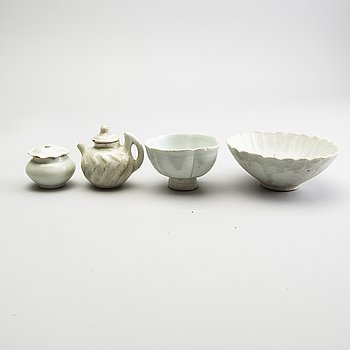 Two bowls, a pot with cover and a jar with cover, presumably Song dynasty (960-1279).
