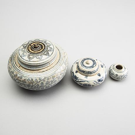 A set of three blue and white jars, sawankhalok, thailand, 15th/16th century.