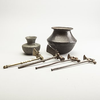 A group of 4 suger hammers/axes and 2 water bowl, 19th/20th Century.
