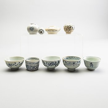 A group of blue and white South East Asian ceramics, 18/19th Century. Miniatures (9 pieces).