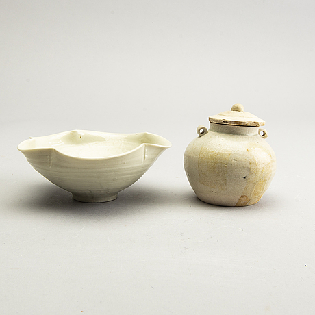 A white glazed jar with cover and a bowl, presumably song dynasty (960-1279).