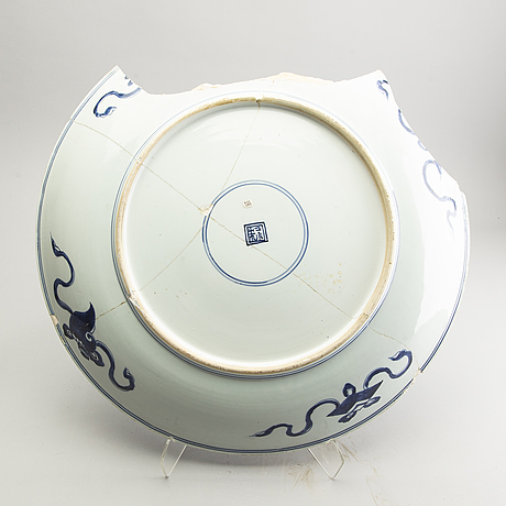 "A large blue and white charger, qing dynasty, kangxi (1662-1722). ""study-piece""."