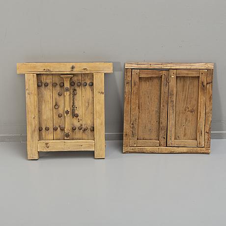 Two odd oriental wooden double doors, 1900-tal.