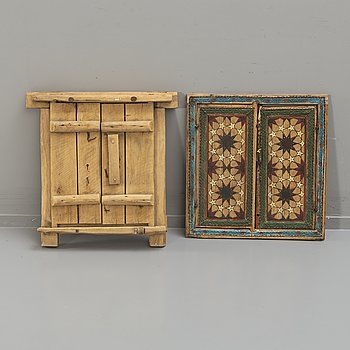 Two odd oriental wooden double doors, 1900-tal.