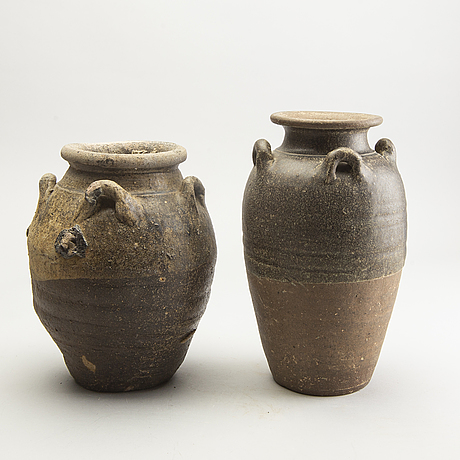 Two bronw glazed jars, south east asian, presumably sukothai, 14th/16th century.