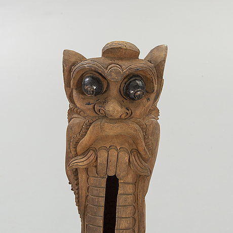 An indonesian carved wooden gong skultpure, 19th/20th century.