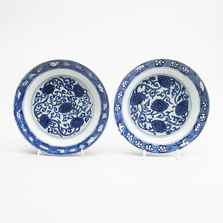 Two blue and white dishes ming dynasty, tianqi /chongzhen.